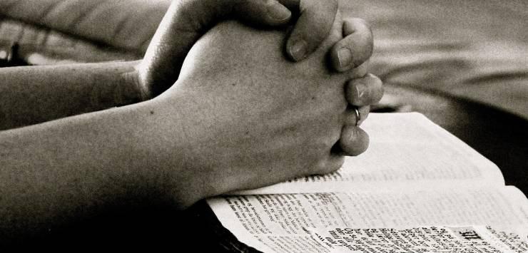 pray-664786_1280