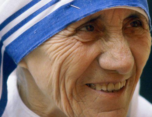 Preghiera per chiedere una grazia allo Spirito Santo scritta da Madre Teresa