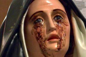 In questi giorni a Giampilieri la statua della Madonna sta versando lacrime e olio (video)