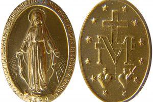 Le promesse fatte dalla Madonna per chi porta con se la Medaglia Miracolosa