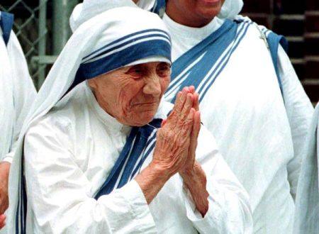 La preghiera che Madre Teresa recitava 9 volte al giorno per ottenere una grazia
