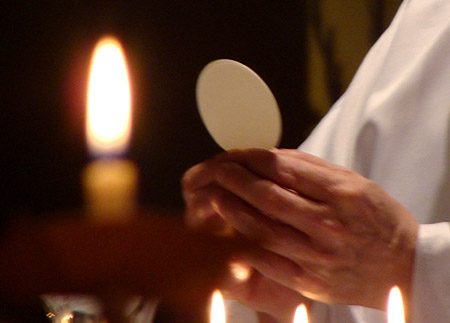 Fac cogites, in divinitatem Christi hodie in praesentem sanctissimam Eucharistiam quod attinet