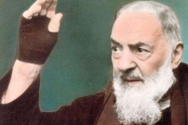 """Napoli grida al Miracolo di Padre Pio: """"nella sala operatoria mi sono visto un monaco vicino"""""""