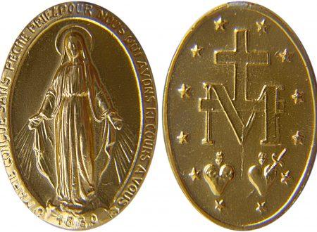 Medaglia Miracolosa: le promesse della Madonna per chi la mette al collo