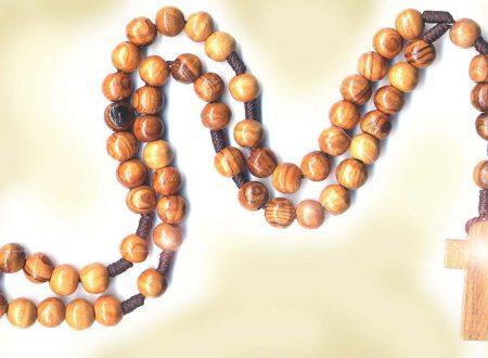 Le promesse fatte dalla Madonna per chi mette al collo la Corona del Rosario