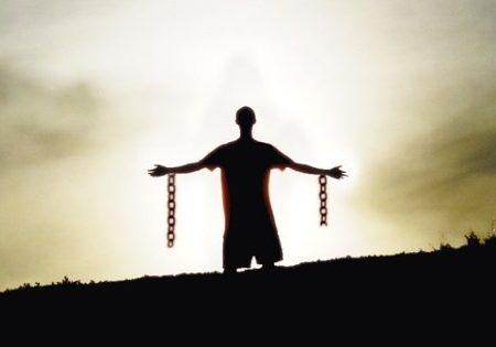 Preghiera potente per ottenere la protezione dai nemici del mondo fisico e spirituale