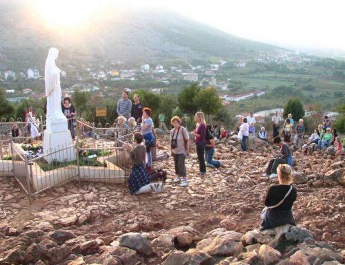 La Madonna a Medjugorje ti invita ad essere le mani tese di Dio