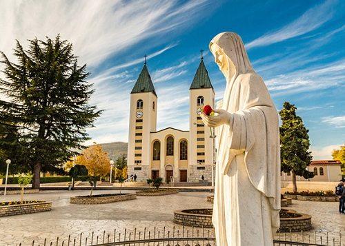 """Seorang uskup berbicara tentang Medjugorje: """"Saya berjanji untuk menjadi rasul di tempat ini"""""""