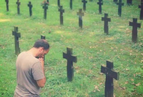 Indulgenza plenaria: visita un cimitero e prega per i morti