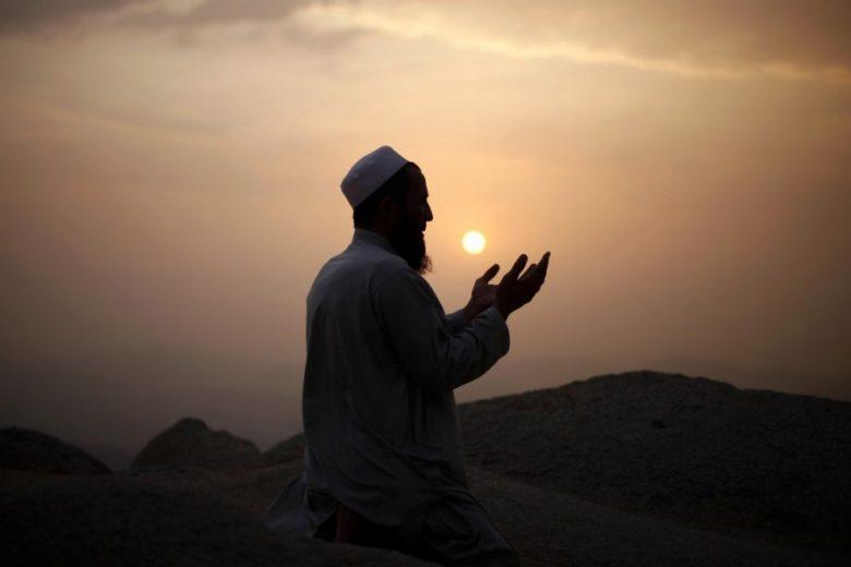 दिन की व्यावहारिक भक्ति: जीवन के आदर्श की आवश्यकता
