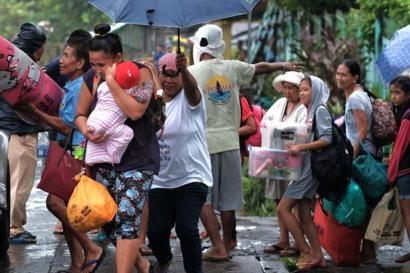 Il tifone Kammuri sbatte contro le Filippine, costringendo migliaia di persone a fuggire