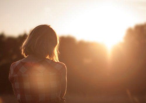 Come superare il pensiero della vittima: 3 passaggi potenti