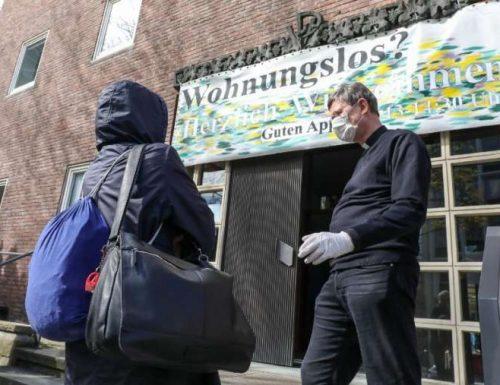 Durante il coronavirus, il cardinale tedesco apre un seminario per nutrire i senzatetto