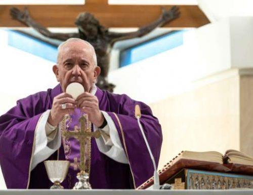 Papa Francesco prega per coloro che piangono per la solitudine o la perdita a causa del coronavirus