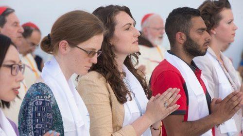 """Papa Francesco e l'importanza della preghiera, perché l'uomo è un """"mendicante di Dio"""""""
