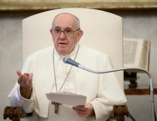 I cristiani sono chiamati per intercedere, non a condannare, dice papa Francesco