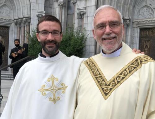 Il papà diventa sacerdote come suo figlio