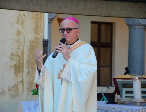 La morte non può allontanare le persone da Dio, dice il vescovo che si sta riprendendo da COVID-19