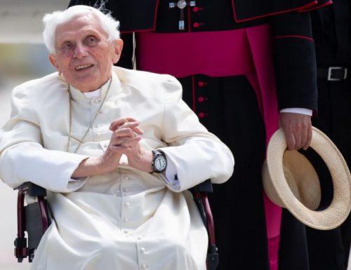 Benedetto XVI ritorna a Roma dopo aver visitato un fratello malato in Germania