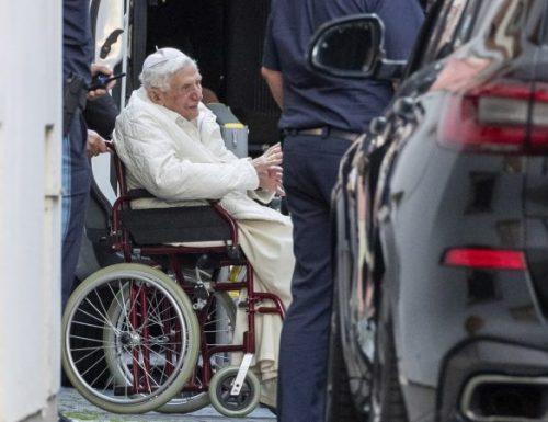 Papa Benedetto  visita l'ex casa, la tomba dei genitori in Germania