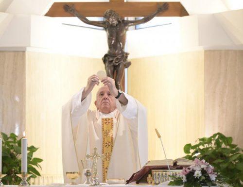 Papa Francesco: i migranti che cercano una nuova vita finiscono invece nell'inferno della detenzione