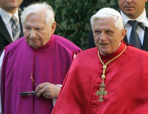 """Benedetto XVI ricorda il fratello come """"uomo di Dio"""""""