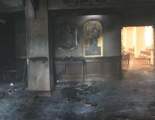 Un uomo della Florida accende la chiesa cattolica in fiamme con all'interno dei parrocchiani