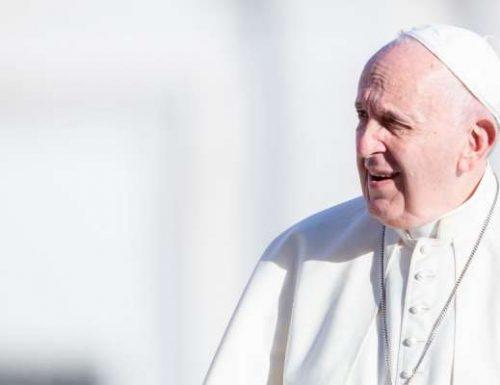 پوپ فرانسس هغه مهال د موزمبیق بشپ وواژه کله چې اسلامي وسله والو ښار ونیو