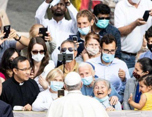 Watalii huko Roma walishangaa kumwona Papa Francis kwa bahati