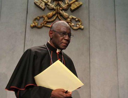 Kardinali Sarah: 'Lazima turudi kwenye Ekaristi'
