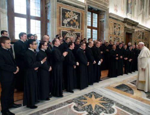 Waseminari wapya waliofika Amerika wanakutana na Papa Francis baada ya kujitenga