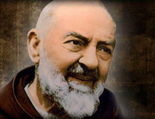 Kwa ụbọchị na Padre Pio: 365 echiche nke Saint si Pietrelcina