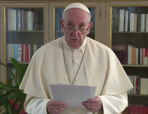 In cunctis Gentibus Coniunctis conferendo nuntio, Papa Joannes edicit familia naufragii secuto,