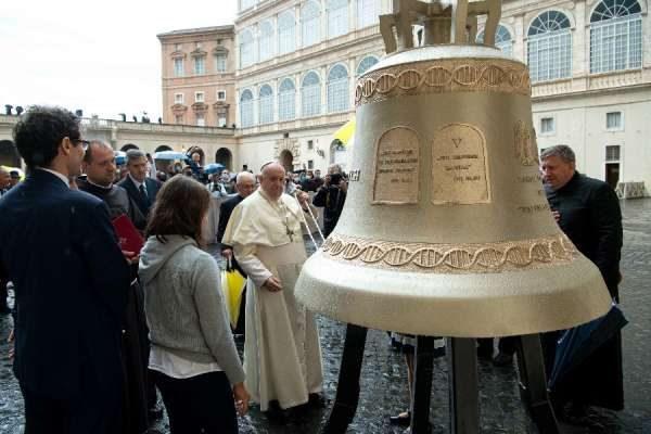 Papa Francis anabariki kengele ambayo italia kwa kumtetea mtoto ambaye hajazaliwa