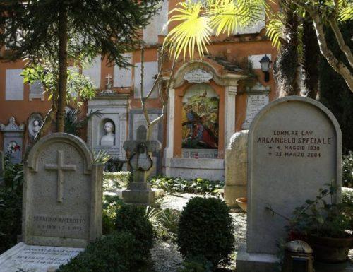 Paus Francis akan merayakan Misa untuk orang mati di tanah perkuburan Vatikan