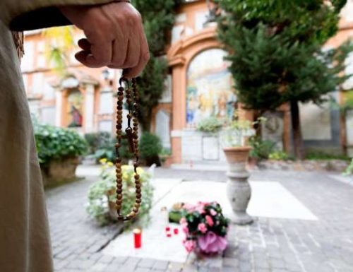 Vatikan memperpanjang kesenangan pleno untuk orang mati sepanjang bulan November