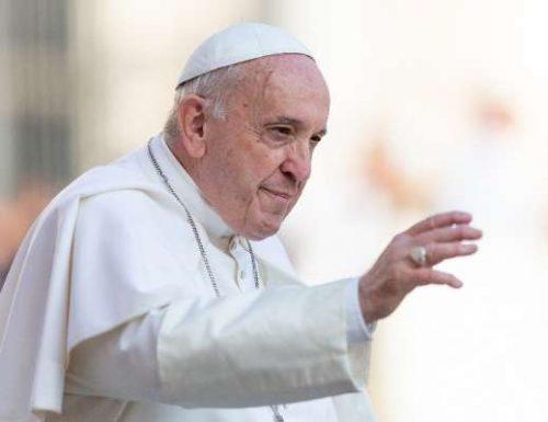 Papa Francis analalamika kwamba tani za chakula zinatupwa mbali wakati watu wanakufa na njaa