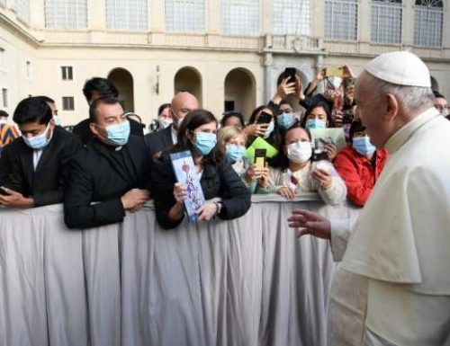 Jimbo la Jiji la Vatican hufanya vinyago vya nje kuwa lazima