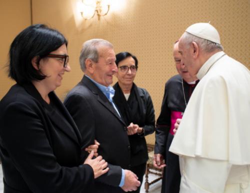 پوپ فرانسس د وژل شوي ایټالوي کاتولیک پادری مور او پلار ته تسلیت وړاندې کوي