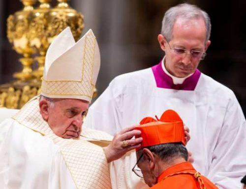 Ватикан потврђује да су два одређена кардинала одсутна из конзисторије