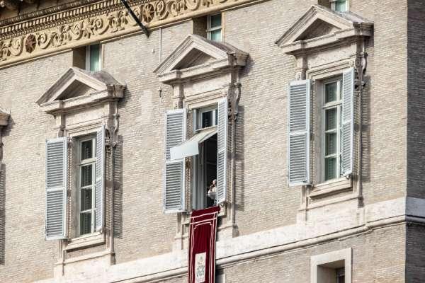 Papa Francesco: Stendi la mano ai poveri