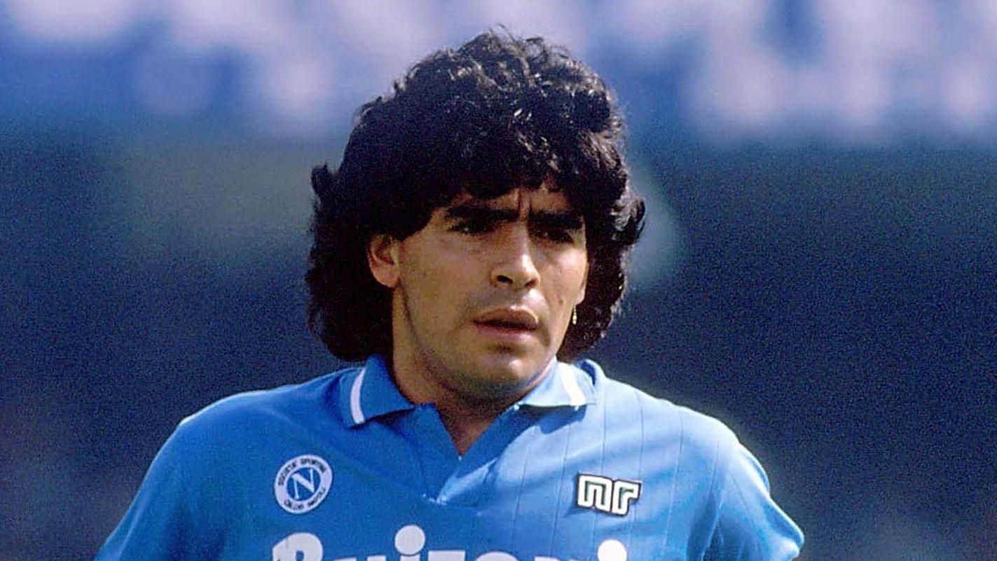 """Muore a 60 anni Maradona: """"tra genio e follia"""" riposa in pace"""