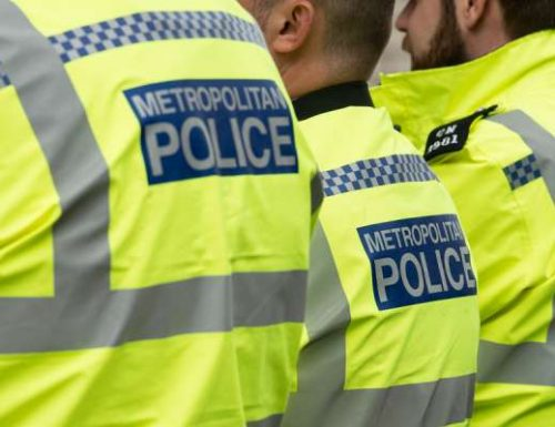 Polis Britain menghentikan pembaptisan di gereja London kerana sekatan coronavirus