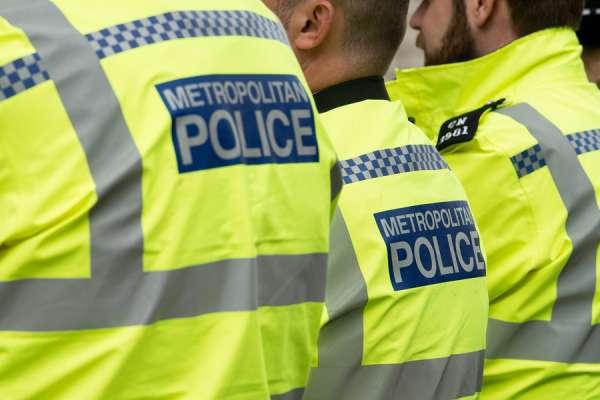 La polizia britannica interrompe il battesimo nella chiesa di Londra per le restrizioni sul coronavirus