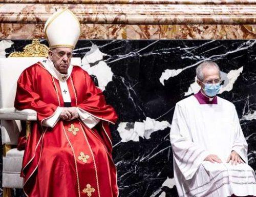 Paus Fransiskus menawarkan massa untuk jiwa 169 uskup kardinal yang meninggal