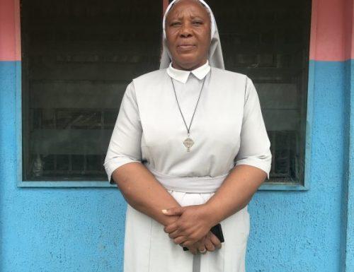 У Нигерији се монахиња брине о напуштеној деци која су означена као вештице