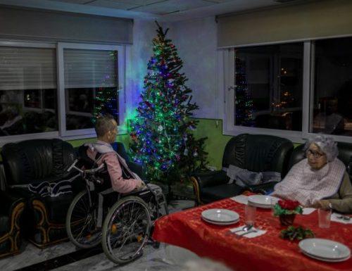 """Похвале из света италијанској полицији """"сами доносе божићно весеље старијима"""""""