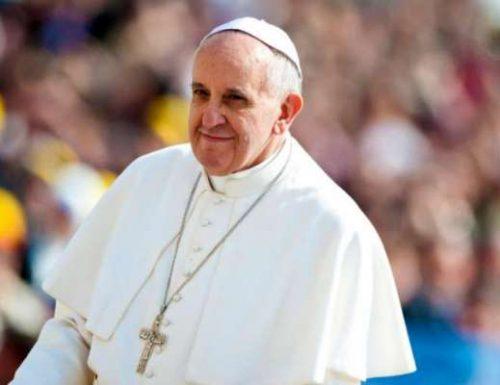 Папа Фрања позива на обавезу да се 'брину једни о другима' 2021. године