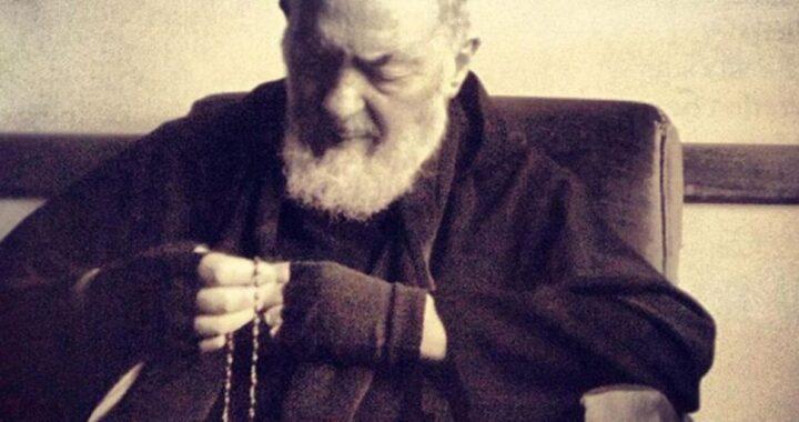 """""""Getta via le stampelle"""" miracolo di Padre Pio"""