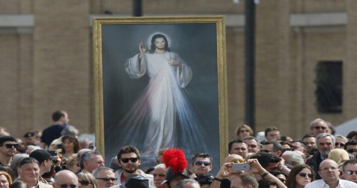 Il Papa celebra l'apparizione della Divina Misericordia
